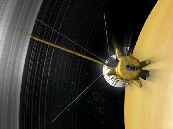 Зонд Cassini нашел «кирпичики жизни» в кольцах Сатурна: Вокруг планеты движутся кометы?