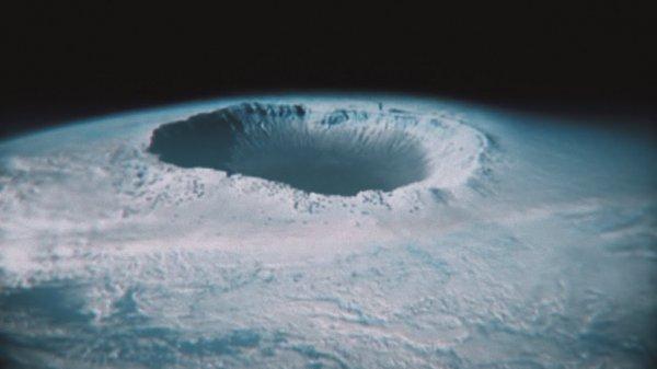 Ученые нашли во льдах Антарктиды гигантскую дыру