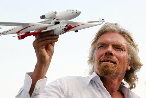 Глава Virgin Galactic намерен первым запустить в космос туристов