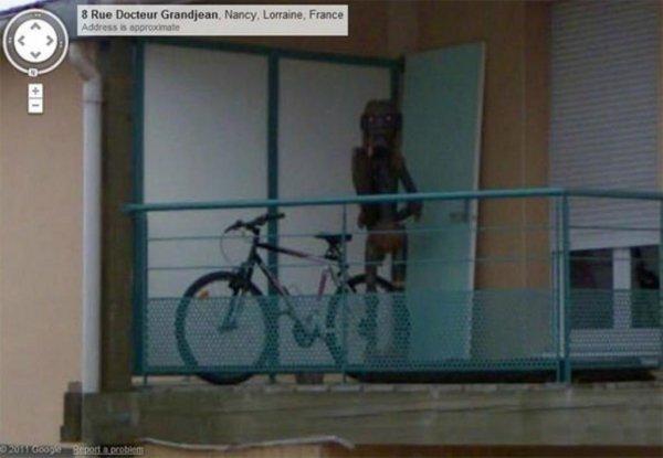 Google Maps отретушировал фото, на которое попало странное существо: Во Франции обнаружили пришельца
