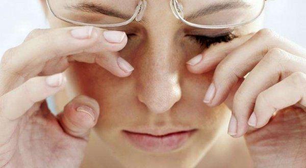 Эксперты рассказали, почему дергается глаз и как от этого избавиться
