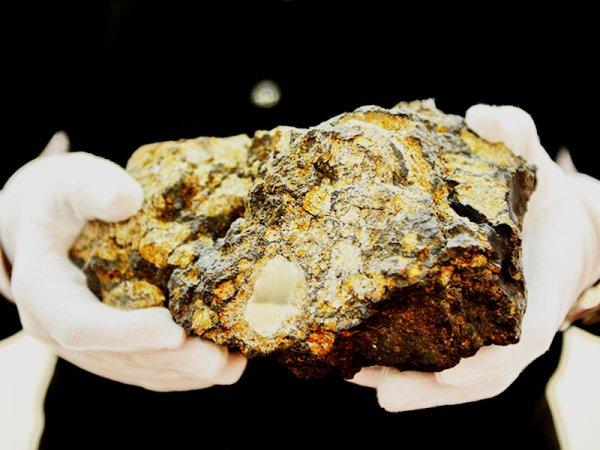 Уральские ученые нашли осколок метеорита весом 13,5 кг в пустыне Чили: Какие тайны хранят космические объекты?