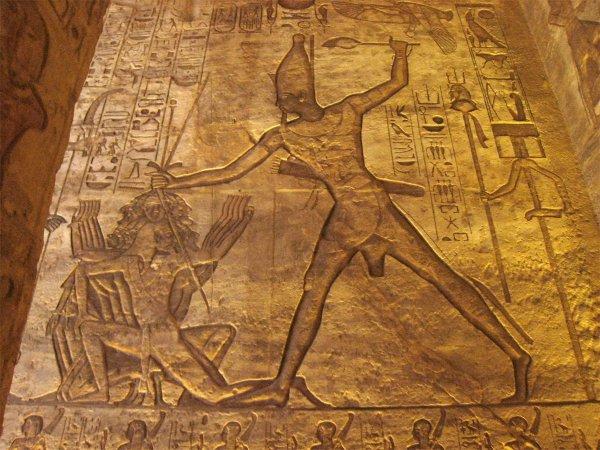В Египте нашли нетронутый храм Рамсеса II