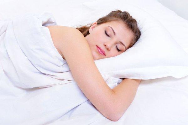 Ученые: Сон без одежды способствует похудению
