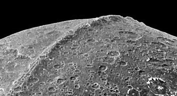 Ученые разгадали тайну загадочных лунных вспышек: Метеориты или все-же пришельцы?