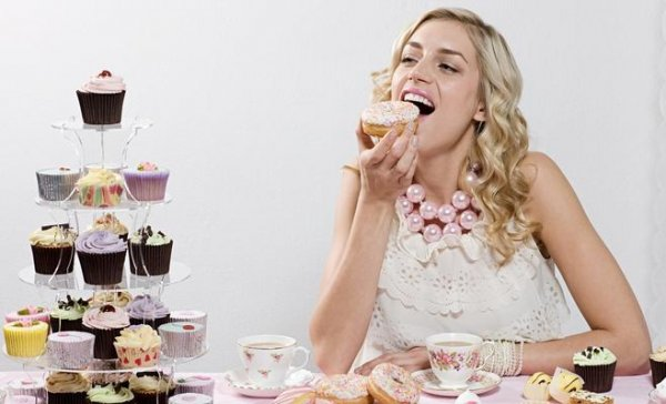 Диетологи назвали сладости, которые помогают похудеть