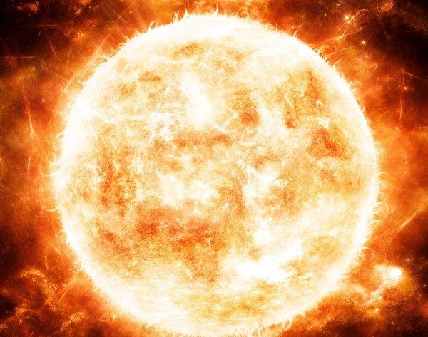 Ученые обнаружили огромную корональную дыру на Солнце в виде «?»: Что происходит с небесным светилом?