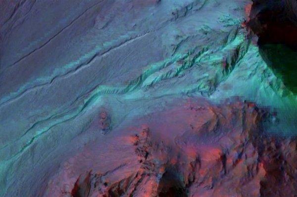Планетологи спорят о наличии воды в «оврагах» на Марсе