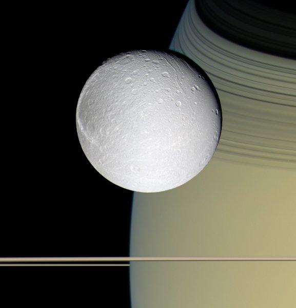 Зонд «Кассини» помог раскрыть страшную тайну Тефии
