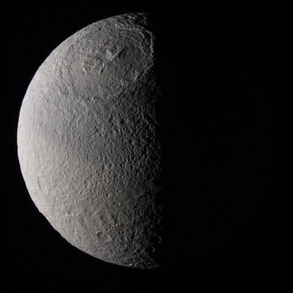 Тайны Тефия раскрыты: Что успел обнаружить Cassini?