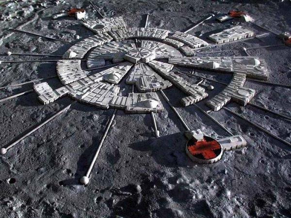 Уфолог обнаружил на Луне вход на базу инопланетян