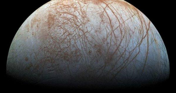 На одном из спутников Юпитера обнаружили треугольный НЛО