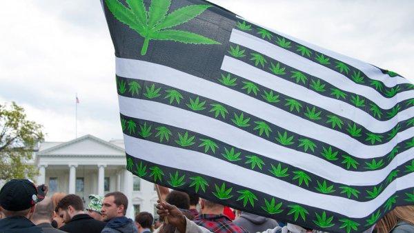 Учёные: Курящие марихуану люди чаще занимаются сексом