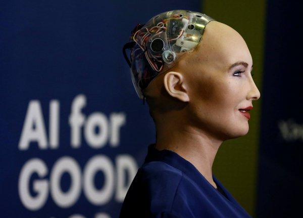 Общественность опасается, что робот-гуманоид София может угрожать человечеству