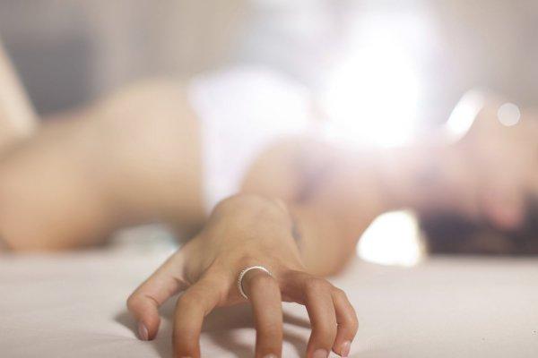 Ученые рассказали, как женщины способны справиться с отсутствием оргазма