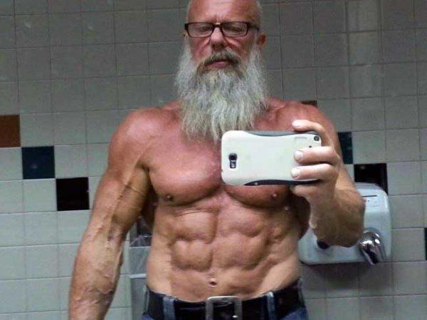 Ученые посоветовали пожилым людям силовые упражнения и диеты