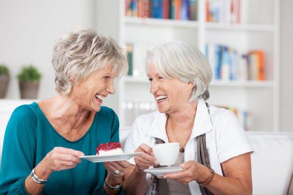 Ученые сообщили, что задержать старение мозга помогла дружба между людьми