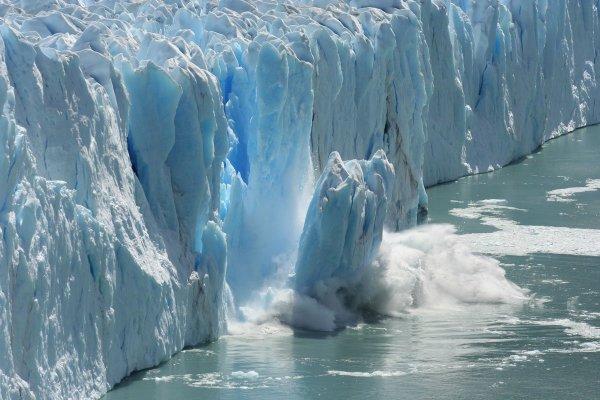 Ученые: Антарктические ледники тают быстрее