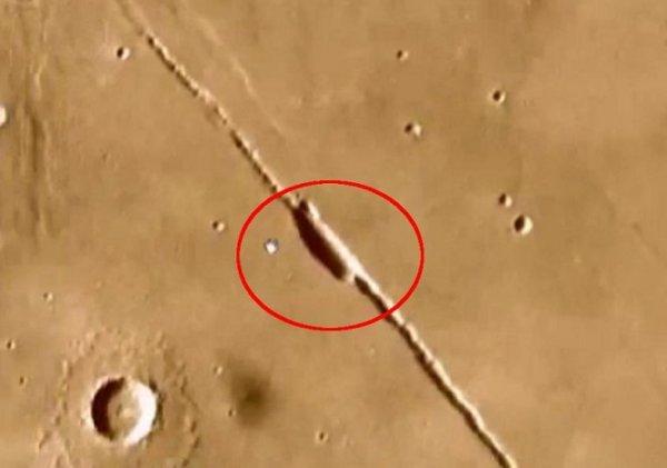 Уфологи обнаружили на поверхности Марса 2-километровый межпланетный корабль пришельцев