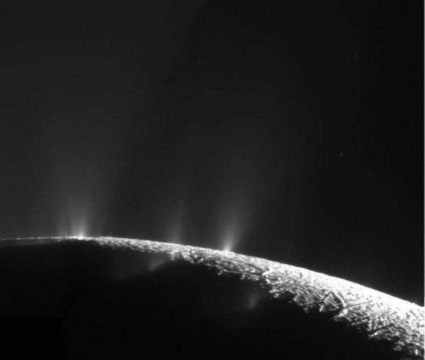 На спутнике Сатурна Энцеладе может существовать жизнь: NASA создали устройство для исследования потенциала спутника