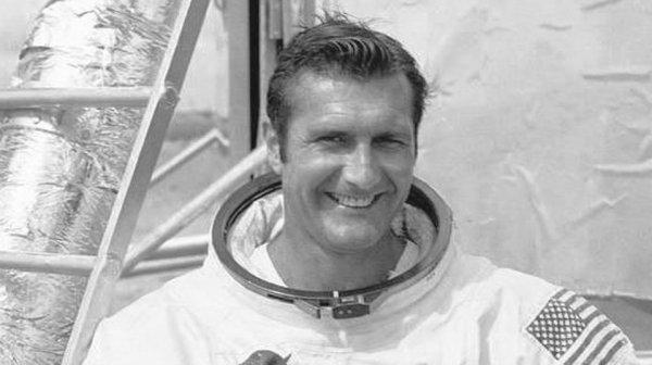 В США умер пилот NASA Ричард Гордон в возрасте 88 лет