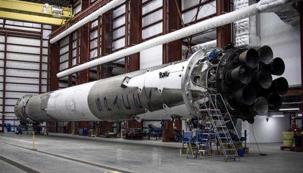 Двигатель для ракеты Falcon 9 неожиданно взорвался во время испытаний