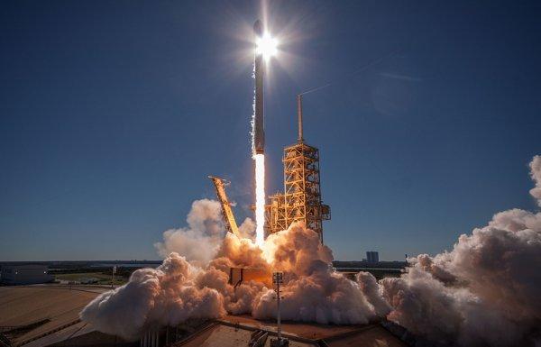 Компания SpaceX проведет запуск двух турецких спутников