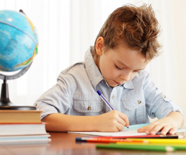 Достижения мальчиков в учебе напрямую зависят от числа соучениц – Ученые