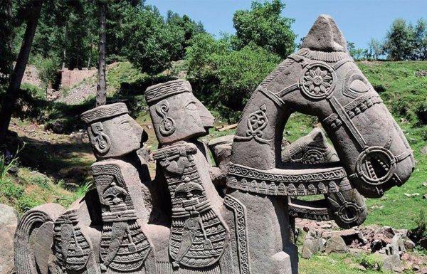 Археологи: В Гималаях нашли каменное войско