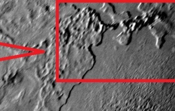 На спутнике Нептуна уфологи увидели останки динозавра: Останки живого организма или особенности рельефа?