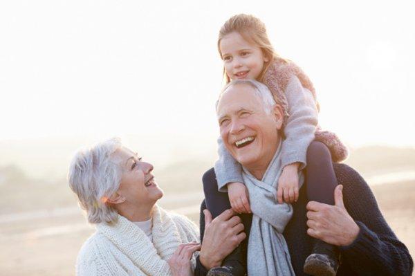 Эксперты: Бабушки и дедушки вредят своим внукам