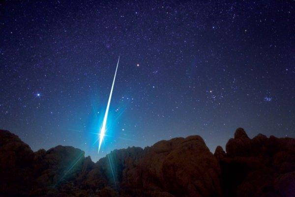 В ночь с 17 на 18 ноября земляне увидят мощнейший метеоритный дождь