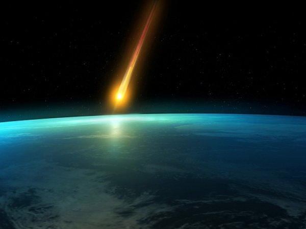 В Мурманске видеорегистратор зафиксировал похожий на метеорит падающий объект