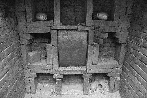 В Китае нашли две древние гробницы