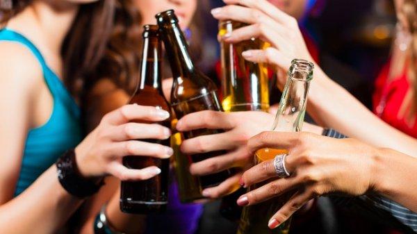Ученые установили, какие эмоции вызывают разные типы алкоголя