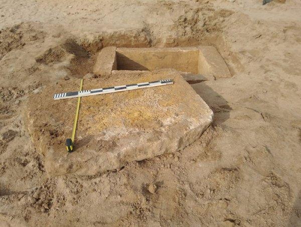 На центральном пляже Евпатории прохожий нашел античное погребение
