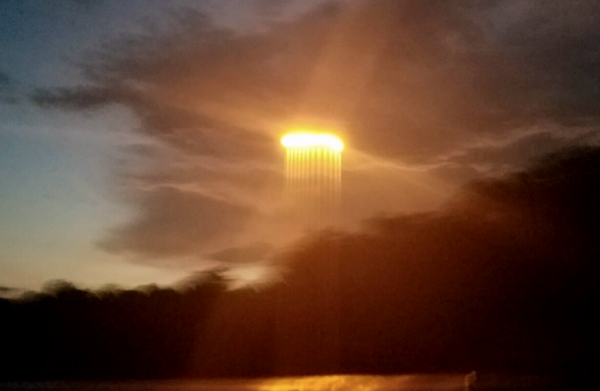 В США над рекой Миссури пролетел пылающий лучистый НЛО