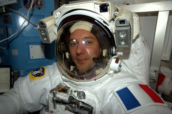 Астронавт Тома Песке издал альбом космических фотографий