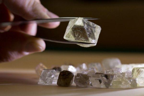Ученые: Разработан новый способ превращения алмаза в графит
