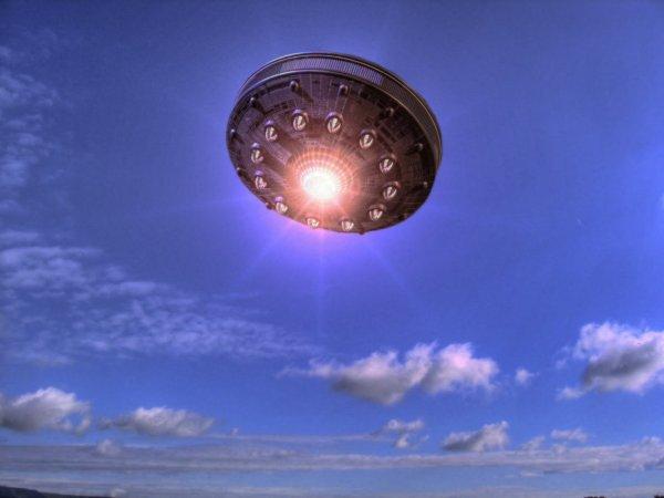 Уфолог из РФ смог разглядеть на снимках с Луны НЛО