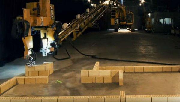 Однорукий робот-каменщик всколыхнул рынок и заработал $35 млн