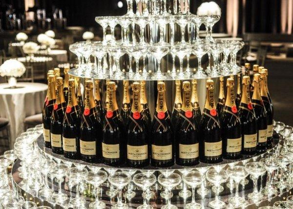 Исследователи установили, что шампанское улучшает секс