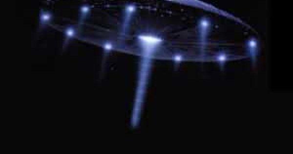 Над Нью-Мексико появился черный НЛО с синими огнями