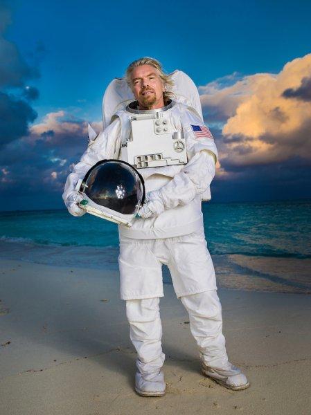Virgin Galactic реализовала 900 билетов первым космическим туристам с полетом в этом году