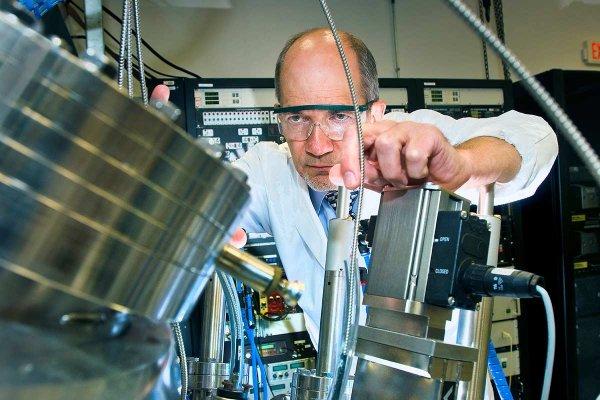 Группа физиков заставила прозрачный материал поглощать энергию света