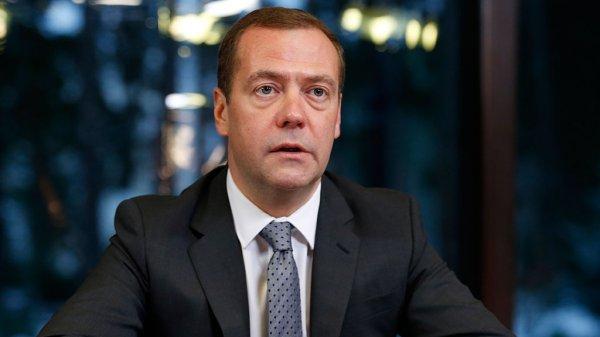 России нужно научиться продавать технические новинки – Медведев