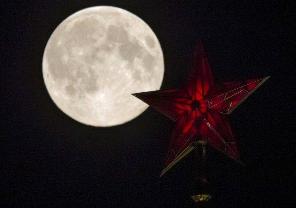 Москвичи 3 декабря увидят последнее в 2017 году суперлуние