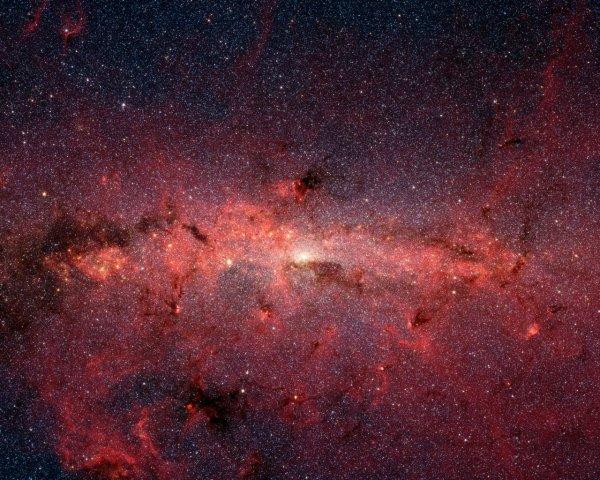 Телескопу Hubble удалось запечатлеть центр галактики Млечный путь