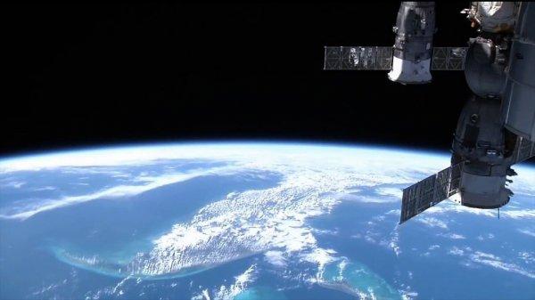 На записях с МКС нашли НЛО, пролетевший возле космической станции