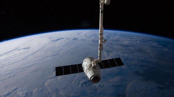 Space X отправит корабль Dragon к МКС после 12 декабря
